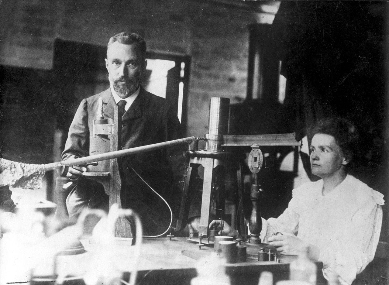 http://cyrille.largillier.org/cours_numerique/Histoire-XIX/images/Pierre_and_Marie_Curie.jpg